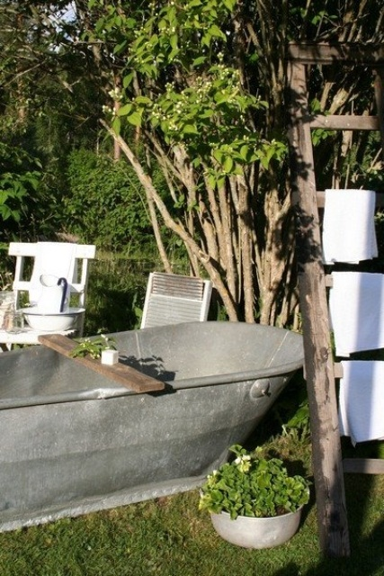 outdoor-bathroom-designs-11