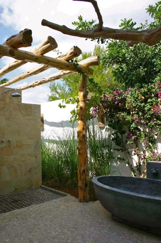 outdoor-bathroom-designs-13