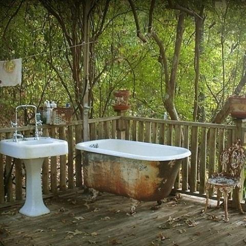 outdoor-bathroom-designs-18
