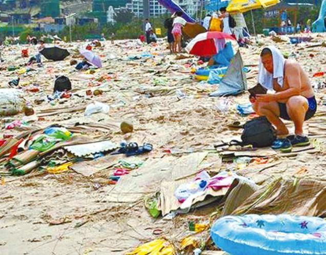 Toľko odpadkov musí asi poriadne zapáchať...