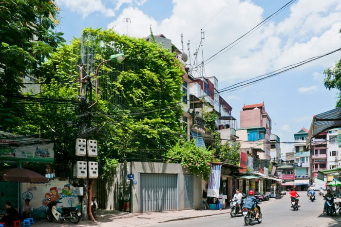 vo-trong-nghia-architects-green-renovation-hanoi-vietnam-designboom-01-700x466