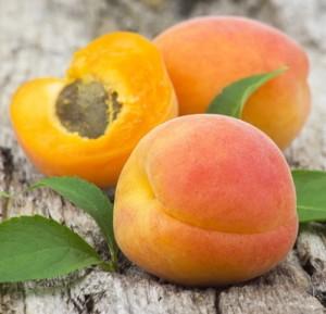 shutterstock_mix ovocie na dreve