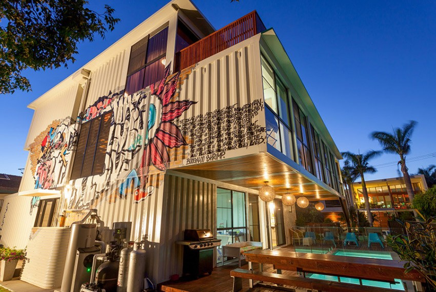 31-Shipping-Container-House-02-850x570