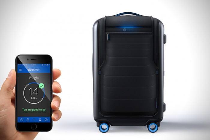 Bluesmart-Smart-Carry-On-Suitcase-0-700x466