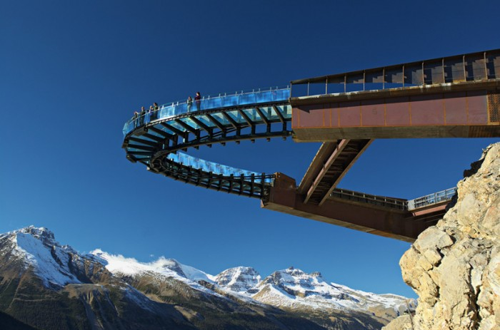 glacier-skywalk-jasper-national-park-canada-designboom-02-700x463